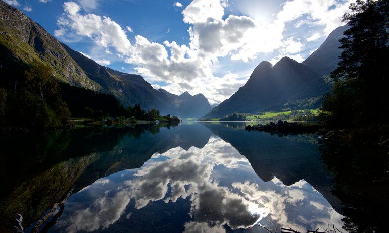 Фьорд норвегии гейрангер