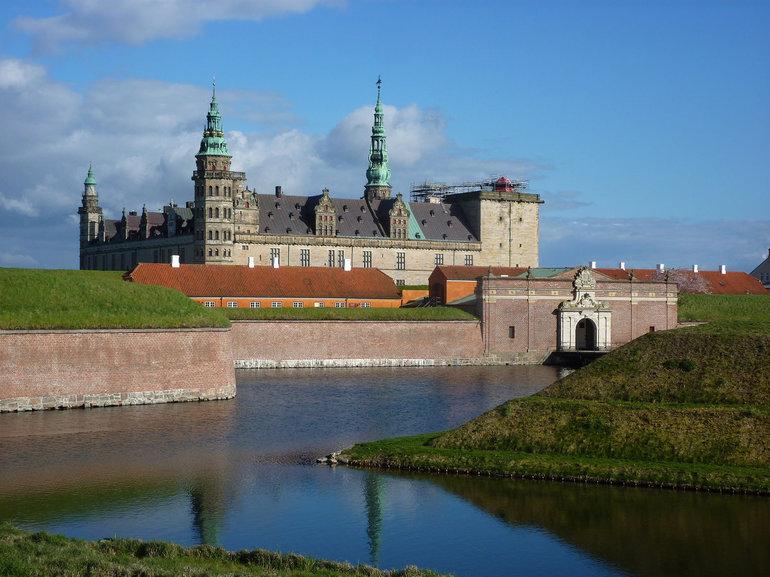 Кронборгский замок в Дании