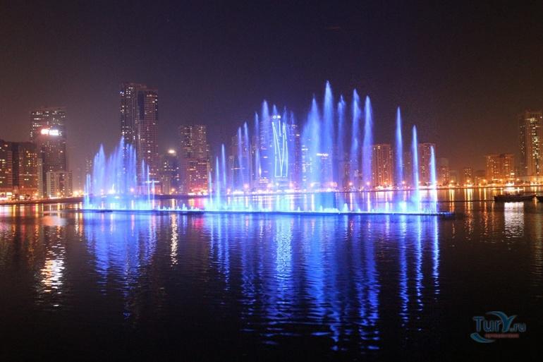 Стометровый фонтан Дубай Шарджа