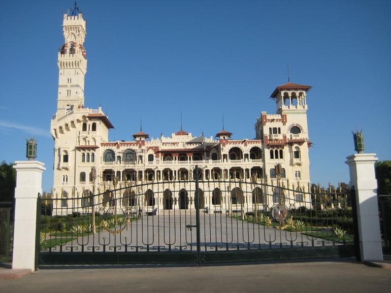 Замок Монтаза